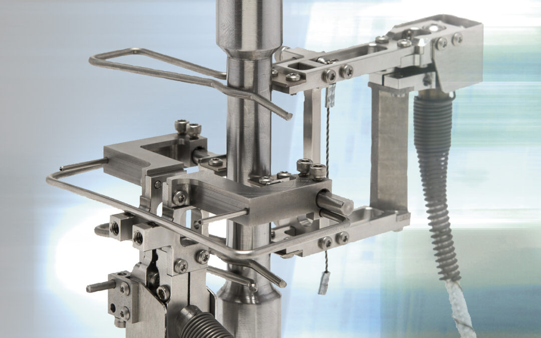 New Transverse Extensometers for Measuring Poisson's Ratio at 600 °C