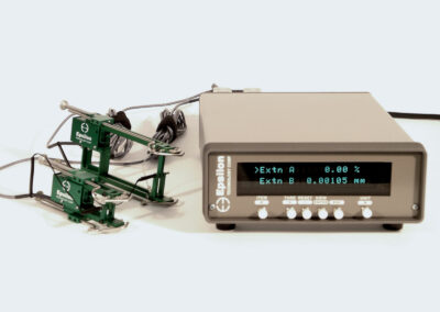 2-channel_digital_strain_meter-extensometer_signal_conditioner_and_readout-Model_DSM-Plus_with_3542s-cu