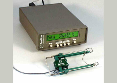digital_strain_meter-extensometer_signal_conditioner_and_readout-Model_DSM-Plus_with_3542-uc